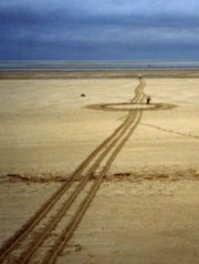 Photo d'une installation de land art intitull�es Punctum, sillage